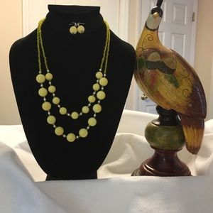 VINTAGE YELLOW BEADS with MATCHING EARRINGS !